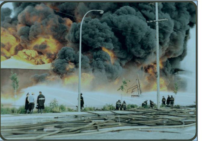 En août 1967 - Un incendie des plus risqués de l'histoire de Montréal à la compagnie pétrolière Calex dans SUR LA LIGNE DU FEU calex